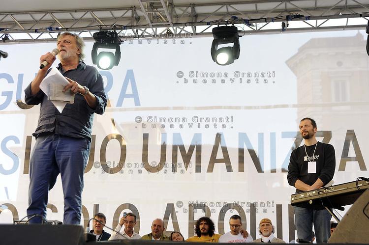 Roma 2 Aprile 2011.Piazza Navona.Manifestazione per la pace e contro la guerra promossa da Emergency .Gino Strada
