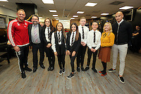 Pictured: Lee Trundle and Jonjo Shelvey pose with pupils from Pentrehafod School Wednesday 25 November 2015<br />
