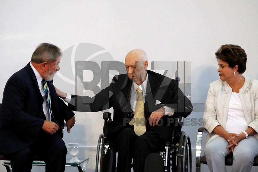 Foto arquivo José Alencar em 25/01/2011 - O Ex-Vice-Presidente da República, José Alencar Gomes da Silva, 79 anos, faleceu às 14h41 desta terça-feira (29/03), no Hospital Sírio-Libanês, em São Paulo, em decorrência de câncer e falência de múltiplos órgãos. -  na foto  - SÃO PAULO, SP, 25 DE JANEIRO DE 2011 - MEDALHA 25 DE JANEIRO - (e/d) O ex presidente da República Luiz Inácio Lula da Silva, José Alencar e a presidente Dilma Rousseff durante , cêrimonia de entrega da Medalha 25 de Janeiro ao ex vice presidente da República José Alencar na sede da Prefeitura de São Paulo, na região central da capital paulista. (FOTO: WILLIAM VOLCOV / NEWS FREE).
