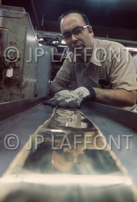 New York, NY. December 1974. In the Mamaroneck Refining Company in New York State, the bars pass into the rolling mill to become 1/2 ounce pieces. All will be verified electronically. Oficially from December 1974 on americans will be able to buy gold for the first time in 41 years. The forecast is that americans are going to buy at least 280 tons of gold during the month of January and for the coming year the purchases will attain the figures of 500 million dollars. The United States is back on the gold standard.