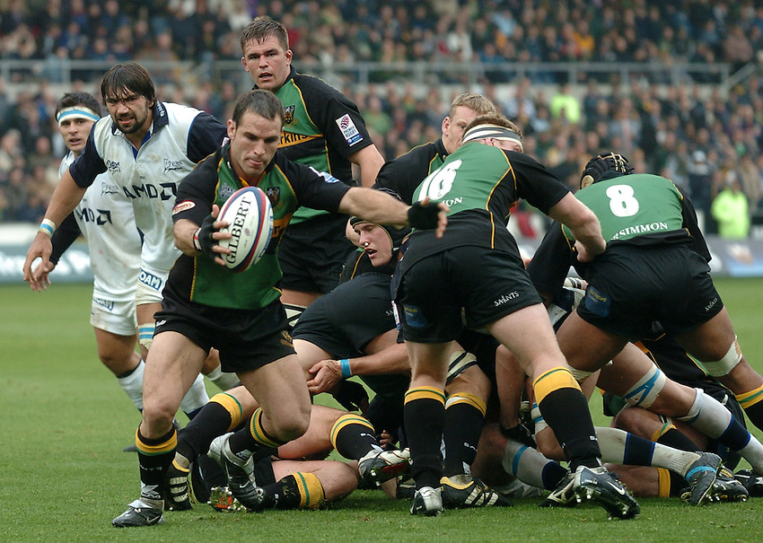 Photo. Richard Lane..Northampton Saints v Sale Sharks. 16/10/2004..Mark Robinson kicks clear.