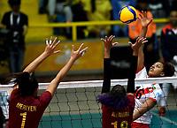 BOGOTÁ-COLOMBIA, 09-01-2020: Shiamara Almeida de Perú, remata el balón a Mariyen Serrano y Alejandra Arguello de Venezuela, durante partido entre Perú y Venezuela, en el Preolímpico Suramericano de Voleibol, clasificatorio a los Juegos Olímpicos Tokio 2020, jugado en el Coliseo del Salitre en la ciudad de Bogotá del 7 al 9 de enero de 2020. / Shiamara Almeida from Peru, shoots the ball to Mariyen Serrano and Alejandra Arguello from Venezuela, during a match between Venezuela and Peru, in the South American Volleyball Pre-Olympic Championship, qualifier for the Tokyo 2020 Olympic Games, played in the Colosseum El Salitre in Bogota city, from January 7 to 9, 2020. Photo: VizzorImage / Luis Ramírez / Staff.