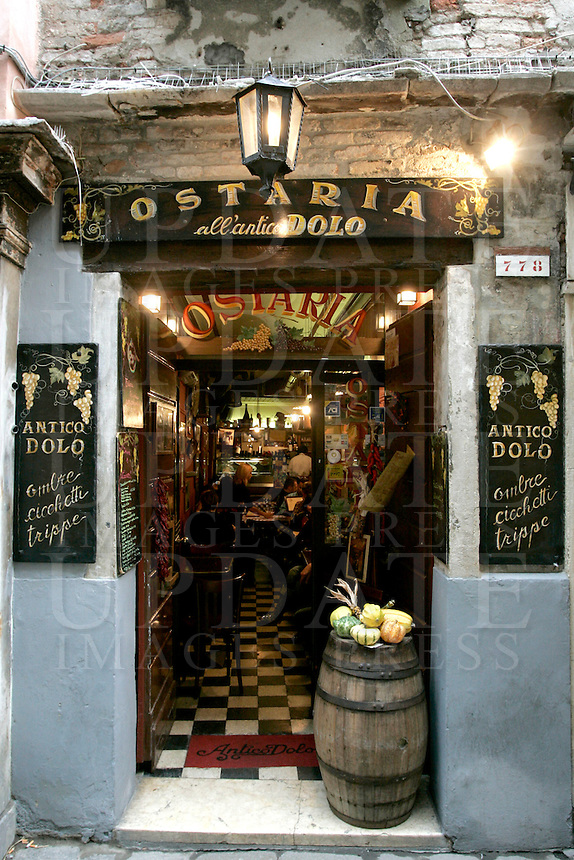 L'entrata dell'Osteria Antico Dolo a Venezia.<br /> The entrance of the Ostaria Antico Dolo in Venice.<br /> UPDATE IMAGES PRESS/Riccardo De Luca