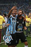 Porto Alegre (RS), 17/04/2019 - Futebol / Campeonato / Gremio / Internacional - Léo Moura do Grêmio comemora o título do Campeonato Gaúcho 2019 após a vitória, nos pênaltis, diante do Internacional, na Arena Grêmio, em Porto Alegre, no final da noite desta quarta-feira (17). Após o empate por 0 a 0 nos dois jogos da decisão, o Grêmio venceu por 3 a 2 nas penalidades. (Foto: Edu Peixoto/Brazil Photo Press/Agencia O Globo) Esportes