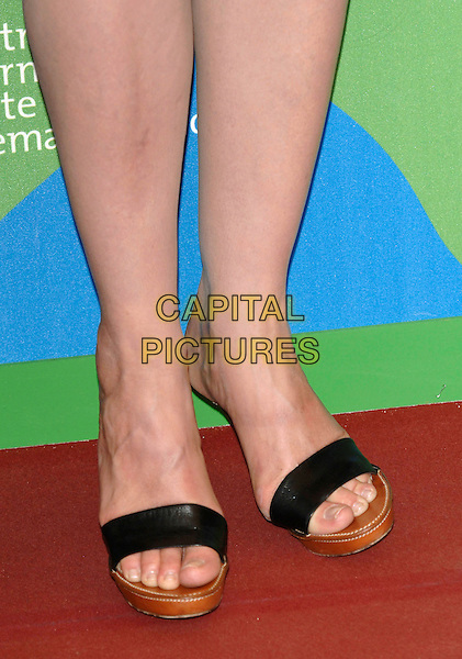"DARYL HANNAH.""Blade Runer: The Final Cut"" photocall.64th Venice Film Festival, Venice, Italy,.1st September 2007..La Biennale di Venezia, feet open toe wooden sole platform shoes sandals  detail close-up .CAP/PL.©Phil Loftus/Capital Pictures"