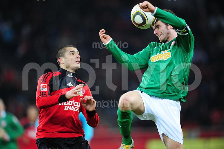 FUSSBALL  1. BUNDESLIGA   SAISON 2009/2010  18. SPIELTAG Bayer 04 Leverkusen - FSV Mainz 05                     16.10.2010   Eren DERDIYOK (li, Leverkusen) gegen Tim HOOGLAND (re, Mainz)