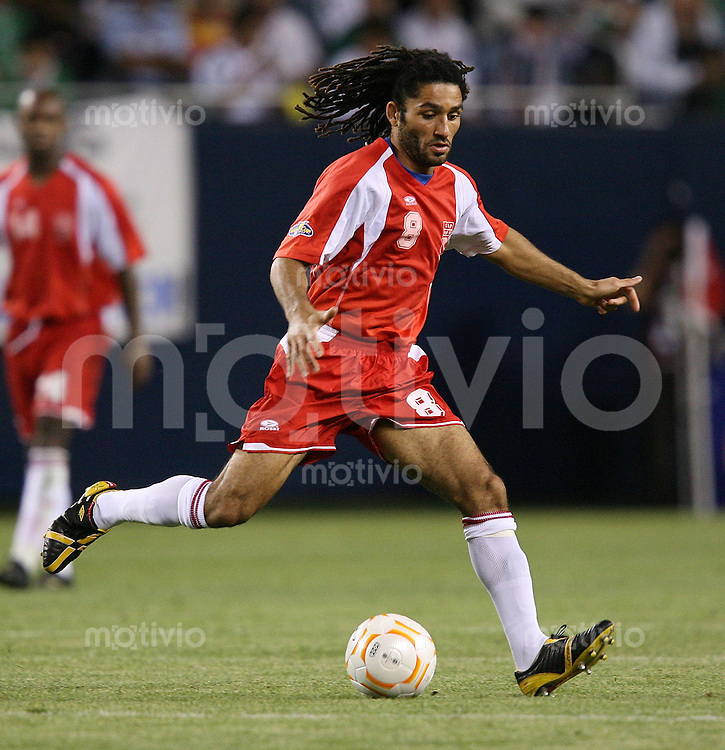 Fussball International Gold Cup Halbfinale  Guadeloupe 0-1 Mexico Stephane Auvray (GLP) am Ball
