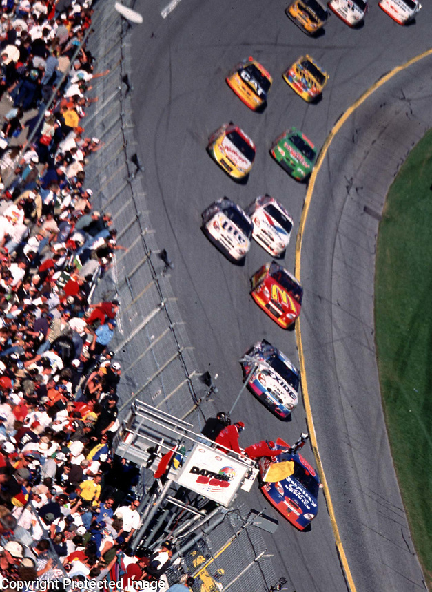 Dale Jarrett leads a long line of race cars to the checkered flag under caution in the 200 Daytona 500 at Daytona International Speedway 2/20/00.  It was Jarrett's third Daytona 500 win.(Photo by Brian Cleary