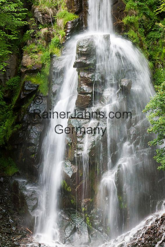 Germany, Thuringia, near Brotterode-Trusetal: Trusetal waterfall, highest of Thuringia Forest, a man-mad attraction   Deutschland, Thueringen, bei Brotterode-Trusetal: der Trusetaler Wasserfall ist der hoechste Wasserfall des Thueringer Waldes und ist eine künstlich angelegte Attraktion