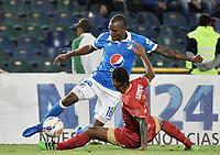 BOGOTA - COLOMBIA -23 -07-2017: Jair Palacios (Izq) jugador de Millonarios disputa el balón con Fernei Ibarguen (Der) jugador de Rionegro Aguilas durante partido por la fecha 4 de la Liga Aguila II 2017 jugado en el estadio Nemesio Camacho El Campin de la ciudad de Bogota. / Jair Palacios (L) player of Millonarios fights for the ball with Fernei Ibarguen (R) player of Rionegro Aguilas during match for the date 4 of the Liga Aguila II 2017 played at the Nemesio Camacho El Campin Stadium in Bogota city. Photo: VizzorImage / Gabriel Aponte / Staff.