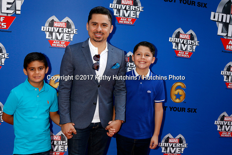 LOS ANGELES - JUL 8:  Larry Hernandez, children at the Marvel Universe Live Red Carpet at the Staples Center on July 8, 2017 in Los Angeles, CA