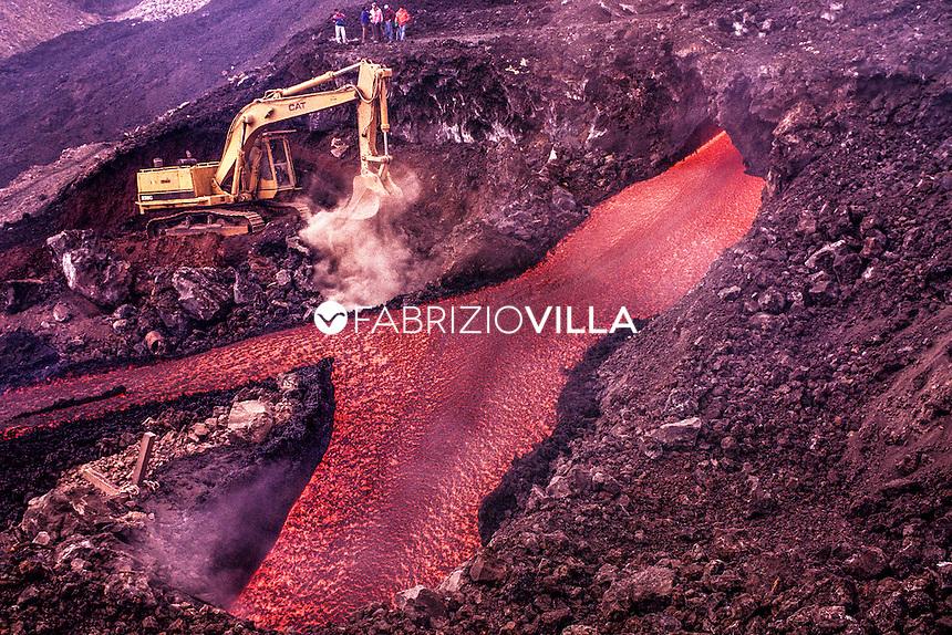 13 maggio 1992, Etna, deviazione della lava Rosario Di Carlo detto Saro Ruspa