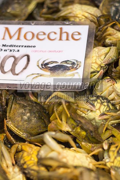 Italie, Vénétie, Venise:  Marché du Rialto, sestiere de San Polo -  La Pescheria , marché aux poissons : le moeche petit crabe vénitien<br />   // Italy, Veneto, Venice:  Rialto market, San Polo sestiere