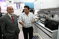 O governador Simão Jatene visitou na manhã desta segunda-feira (21), o Instituto Evandro Chagas, em Ananindeua, onde foi recebido pela diretora Elizabeth Santos.<br /> Na foto o governador Simão Jatene (e).<br /> <br /> FOTO: CRISTINO MARTINS/AG. PARÁ<br /> DATA: 21-02-2011<br /> ANANINDEUA-PARÁ