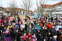 Büttelborn 03.03.2019: Rosensonntagsumzug<br /> Besucher am Rathaus<br /> Foto: Vollformat/Marc Schüler, Schäfergasse 5, 65428 R'eim, Fon 0151/11654988, Bankverbindung KSKGG BLZ. 50852553 , KTO. 16003352. Alle Honorare zzgl. 7% MwSt.
