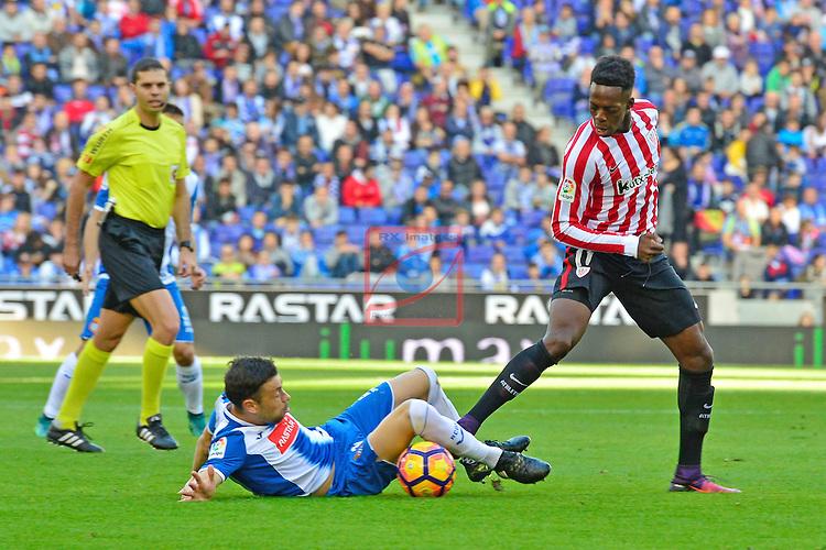 League Santander 2016/2017. Game: 11.<br /> RCD Espanyol vs Athletic Club: 0-0.<br /> Javi Fuego vs I&ntilde;aki Williams.