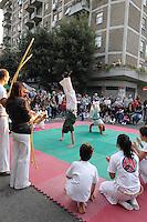 """Roma, Lamaro Cinecittà    .La polisportiva popolare """"Corto Circuito""""porta in piazza lo sport..Esibizione di  Capoeira ..Rome, Cinecittà Lamaro.The sports club popular """"Corto Circuito"""" square door sport..Capoeira Exhibition"""