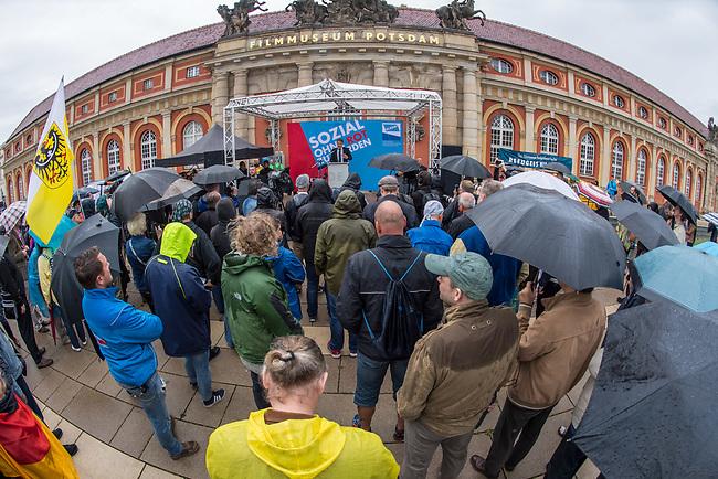 AfD-Kundgebung in Potsdam.<br /> Ca. 70 AfD-Anhaenger kamen am Samstag den 9. September 2017 zu einer Wahlveranstaltung der rechtsnationalistischen &quot;Alternative fuer Deutschland&quot;, AfD. Unter den Teilnehmern waren u.a. Neonazis die &quot;Patrioten Cottbus&quot; oder die sog. &quot;Schwarze Sonne&quot;, ein Zeichen der SS auf ihren Jacken trugen. Offiziell hatte die AfD die Kundgebung als Gruendung einer rechten Gewerkschaft namens &quot;Alternativer Arbeitnehmerverband Mitteldeutschland&quot; (Alarm) in Brandenburg deklariert.<br /> 500 Menschen protestierten friedlich gegen die Veranstaltung.<br /> 9.9.2017, Potsdam<br /> Copyright: Christian-Ditsch.de<br /> [Inhaltsveraendernde Manipulation des Fotos nur nach ausdruecklicher Genehmigung des Fotografen. Vereinbarungen ueber Abtretung von Persoenlichkeitsrechten/Model Release der abgebildeten Person/Personen liegen nicht vor. NO MODEL RELEASE! Nur fuer Redaktionelle Zwecke. Don't publish without copyright Christian-Ditsch.de, Veroeffentlichung nur mit Fotografennennung, sowie gegen Honorar, MwSt. und Beleg. Konto: I N G - D i B a, IBAN DE58500105175400192269, BIC INGDDEFFXXX, Kontakt: post@christian-ditsch.de<br /> Bei der Bearbeitung der Dateiinformationen darf die Urheberkennzeichnung in den EXIF- und  IPTC-Daten nicht entfernt werden, diese sind in digitalen Medien nach &sect;95c UrhG rechtlich geschuetzt. Der Urhebervermerk wird gemaess &sect;13 UrhG verlangt.]