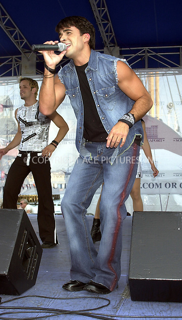 WWW.ACEPIXS.COM . . .  ....NEW YORK, JULY 04, 2002 STOCK PHOTO: LUIS FONSI....Please byline: ACE007 - ACE PICTURES... *** ***  ..Ace Pictures, Inc:  ..Alecsey Boldeskul (646) 267-6913 ..Philip Vaughan (646) 769-0430..e-mail: info@acepixs.com..web: http://www.acepixs.com