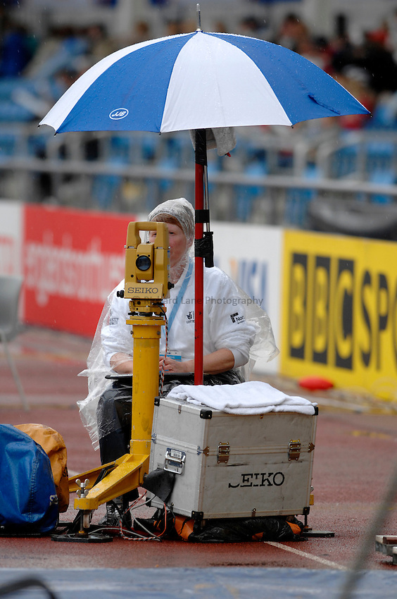 Photo: Richard Lane..VISA Paralympic World Cup 2007. Athletics. 13/05/2007. .Athletics officials operate in the rain.