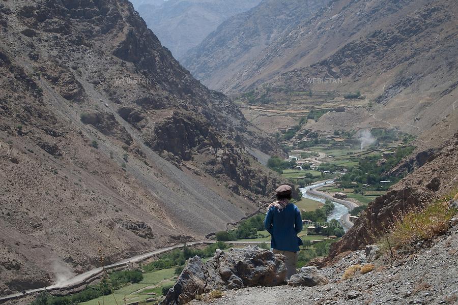 AFGHANISTAN - VALLEE DU PANJSHIR - 11 aout 2009 :.Delazad Deghati lors d'une marche dans la vallee du Panjshir...AFGHANISTAN - PANJSHIR VALLEY - August 11th, 2009 : Delazad Deghati on a walk through the Panjshir Valley.