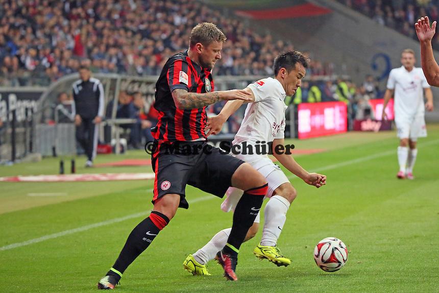 Shinji Okazaki (Mainz) gegen Marco Russ (Eintracht) - Eintracht Frankfurt vs. 1. FSV Mainz 05, Commerzbank Arena