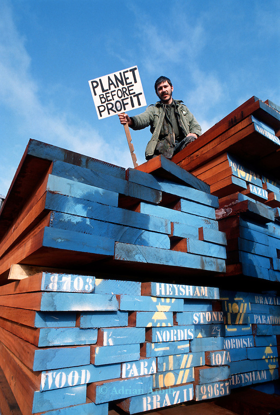 Protest at Timbmet timber yard's illegal importation of tropical hardwoods .  Cumnor Hill, Oxford.<br /> One of the first Earth First direct actions in the UK.