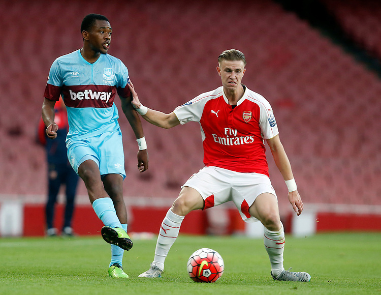 West Ham United's Amos Nasha vies for possession with Arsenal's Ben Sheaf<br /> <br /> Photographer Kieran Galvin/CameraSport<br /> <br /> Football - Barclays U21 Premier League - Arsenal U21 v West Ham U21 - Friday 28th August 2015 - The Emirates Stadium - London<br /> <br /> &copy; CameraSport - 43 Linden Ave. Countesthorpe. Leicester. England. LE8 5PG - Tel: +44 (0) 116 277 4147 - admin@camerasport.com - www.camerasport.com