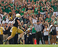 Tight end Troy Niklas (85) catches a pass for a touchdown in the second quarter.