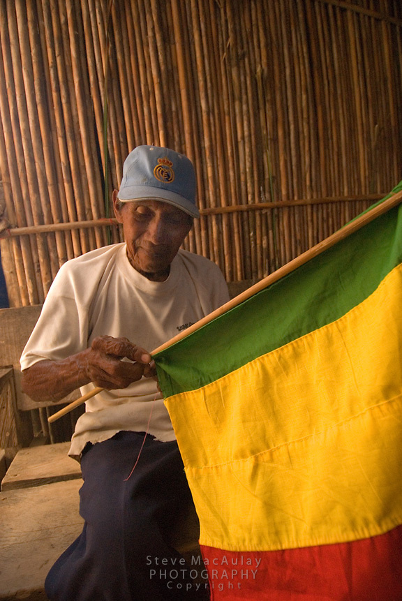 Old Kuna man sewing a flag, Comarca De Kuna Yala, San Blas Islands, Panama