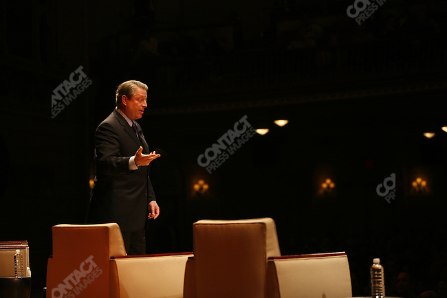 Former Vice President Al Gore attend a Town Hall meeting sponsored by WIRED magazine at Town Hall, New York, new York,  May 25,  2006