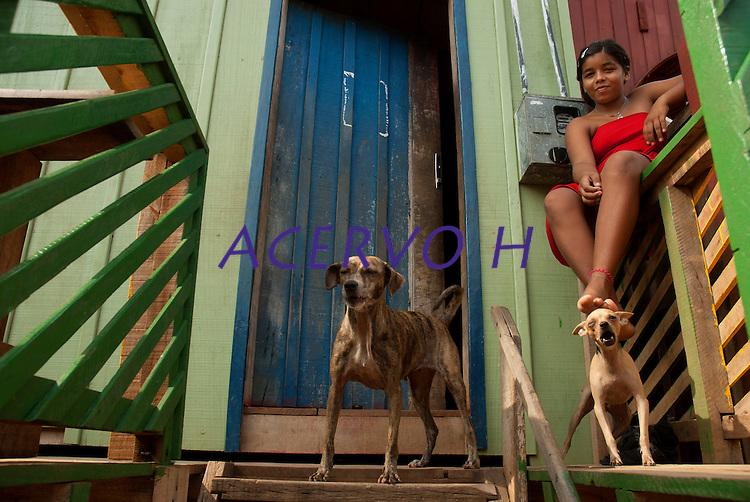 Moradores caminham em bairro da periferia na cidade de Tucuru&iacute;<br /> Tucuru&iacute;, Par&aacute;, Brasil.<br /> Paulo Santos<br /> 29/10/2010
