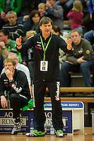 Trainer Aleksandar Knezevic (FAG) gibt Anweisungen