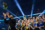 24.02.2019, SAP Arena, Mannheim<br /> Volleyball, DVV-Pokal Finale, Siegerehrung<br /> <br /> Rafael Redwitz (#15 Friedrichshafen) wirft Blumen bei Siegerehrung<br /> <br />   Foto © nordphoto / Kurth