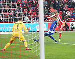 01.12.2018, Stadion an der Wuhlheide, Berlin, GER, 2.FBL, 1.FC UNION BERLIN  VS.SV Darmstadt 98, <br /> DFL  regulations prohibit any use of photographs as image sequences and/or quasi-video<br /> im Bild 2:0 durch Sebastian Andersson (1.FC Union Berlin #10), Marcel Franke (Darmstadt #28), Fernandes Heuer (Darmstadt #1)<br /> <br /> <br />      <br /> Foto &copy; nordphoto / Engler