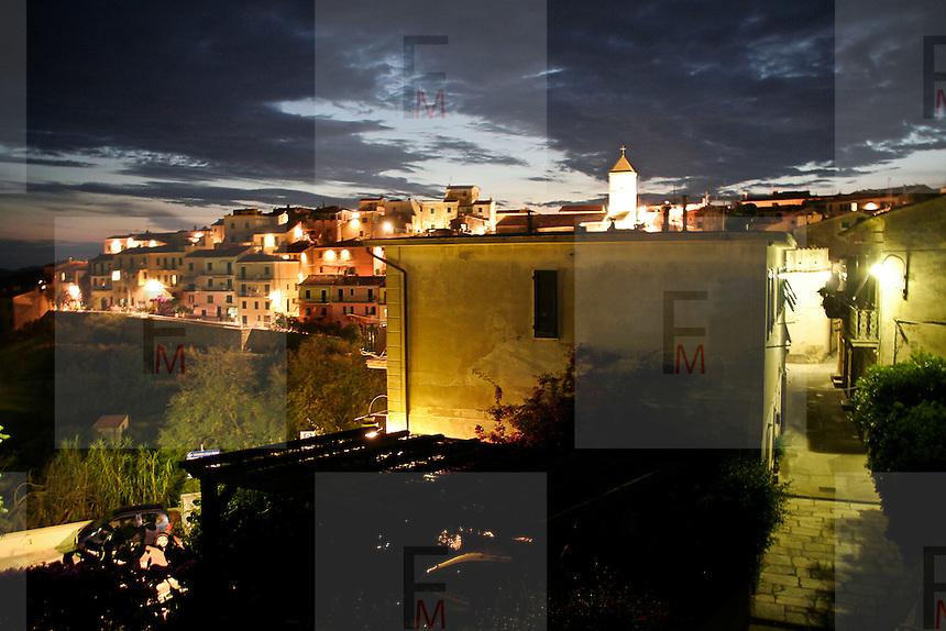 Panorama notturno di Capoliveri, antico borgo dell'Isola d'Elba..The nighttime Capoliveri landscape, ancient village of Elba Island.
