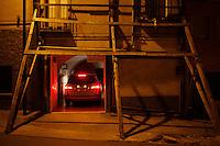 Santa Croce di Magliano: una macchina entra nel garage situato in una casa danneggiata dal terremoto
