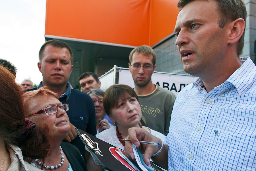 Moscow, Russia, 13/08/2013.<br /> Russian opposition blogger and political activist Alexei Navalny signing autographs and speaking to voters outside a shopping mall as he campaigns as a candidate for Moscow Mayor in elections scheduled for September 8th.