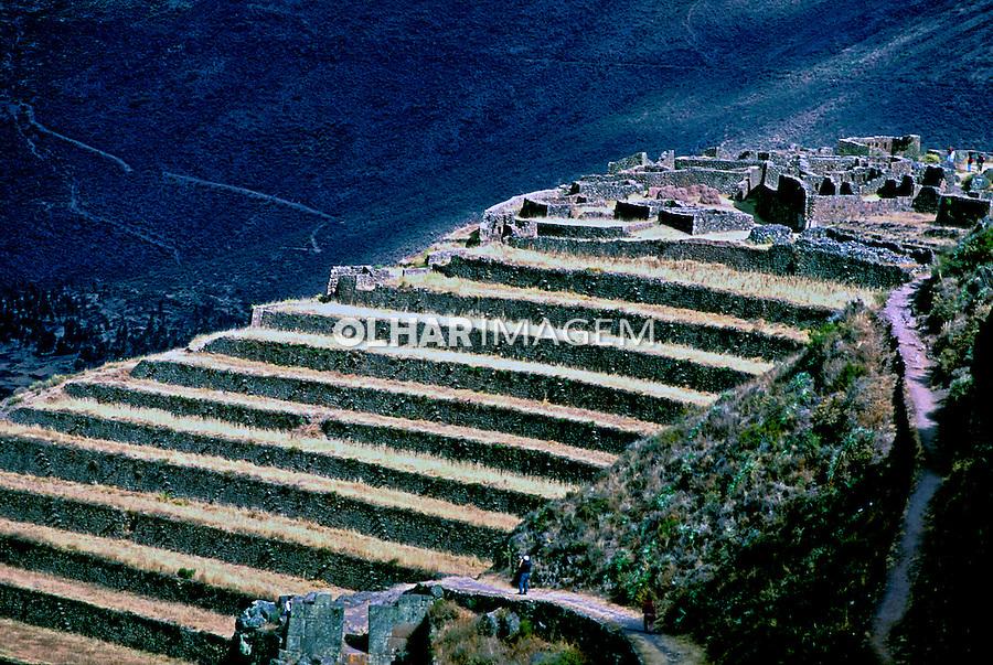 Agricultura em terraços em Pisaq, Cordilheira dos Andes. Perú. Foto de Renata Mello. Data. 2000.