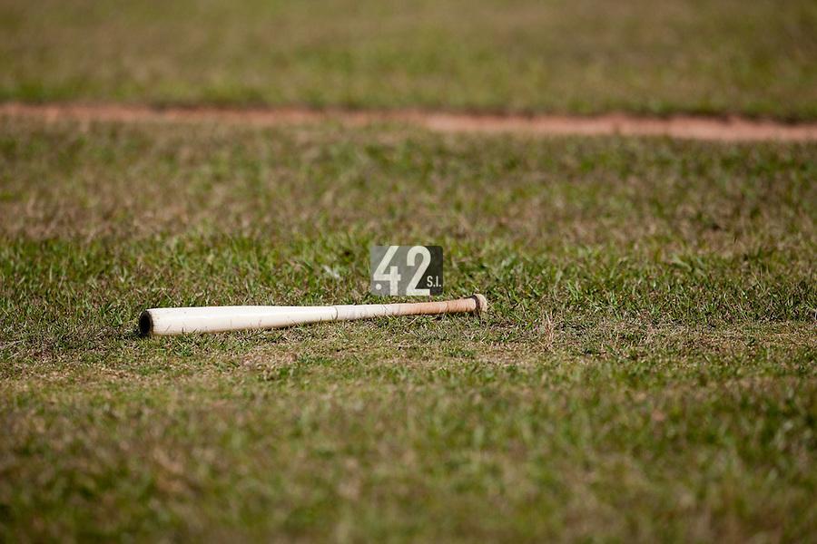 BASEBALL - POLES BASEBALL FRANCE - TRAINING CAMP CUBA - HAVANA (CUBA) - 13 TO 23/02/2009 - PHOTO : CHRISTOPHE ELISE.BAT