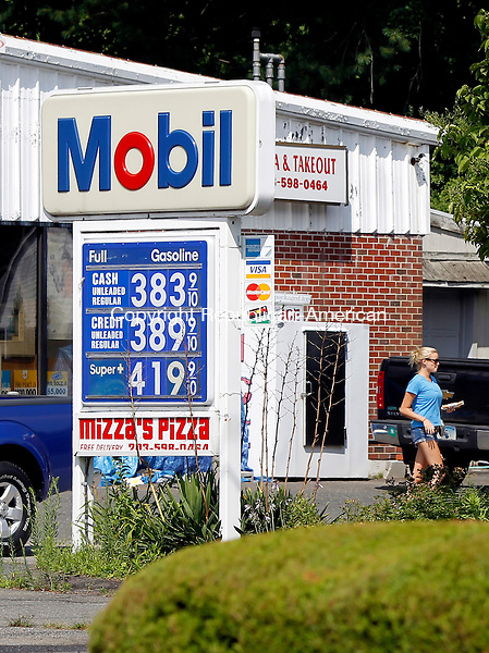 Waterbury, CT-26 July 2012-072612CM01-  The Mobil gas station on Middlebury Road in Middlebury shows credit gas prices at 3.89.  Gas prices in the state are on the rise again.   Christopher Massa Republican-American