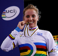 CALI - COLOMBIA - 26-02-2014: Kelly Druyts de Belgica muerde la medalla de oro ganada durante final de la prueba de Damas Scratch en el Velodromo Alcides Nieto Patiño, sede del Campeonato Mundial UCI de Ciclismo Pista 2014. / Kelly Druyts of Belgium bites the gold medal won during final of the test of the women´s Scratch in Alcides Nieto Patiño Velodrome, home of the 2014 UCI Track Cycling World Championships. Photos: VizzorImage / Juan C Quintero/ Str.
