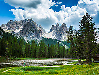Italy, Veneto, Dolomites, Lago d'Antorno with Cadini Group mountains and summit Cima Cadin di San Lucano | Italien, Venetien, Dolomiten, Lago d'Antorno vor der Cadini-Gruppe mit dem hoechsten Gipfel Cima Cadin di San Lucano