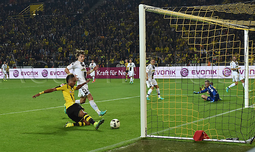 23.09.2016. Dortmund, Germany. German Bundesliga Football. Borussia Dortmund versus SC Freibrug.  Pierre-Emerick Aubameyang (Borussia Dortmund), scores his goal for 1:0