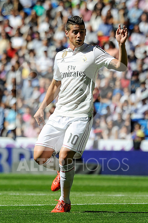 Real Madrid´s James Rodriguez during 2014-15 La Liga match between Real Madrid and Granada at Santiago Bernabeu stadium in Madrid, Spain. April 05, 2015. (ALTERPHOTOS/Luis Fernandez)