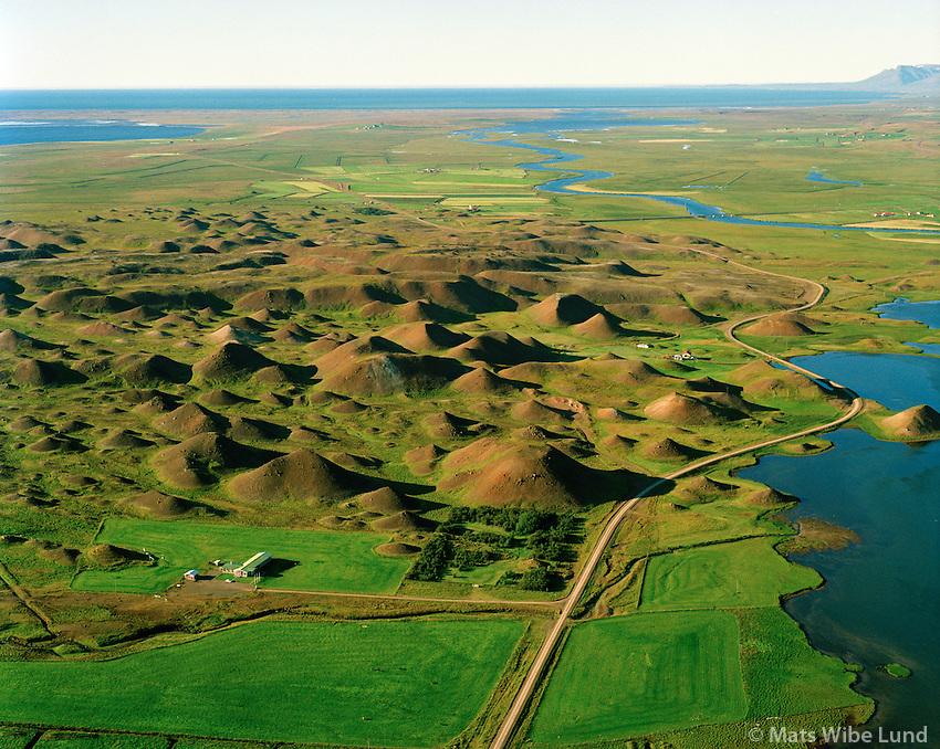 Þordísarlundur (veiðihús) og Vatnsdalshólar séð til norðurs, Húnavatnshreppur áður Sveinsstaðahreppur / Thordisarlundur salmon fishermens lodge - and Vatnsdalsholar viewing north, Hunavatnshreppur former Sveinsstadahreppur.