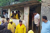 CAMARAGIBE, PE, 13.06.2019: DESABAMENTO-PE - Um desabamento de barreira deixou várias pessoas feridas e um óbito confirmado em Camaragibe em Pernambuco na tarde desta quinta-feira (13). Pessoas contiuam desaparecidas no local. (Foto: Bruno Lafaiete/Código19)
