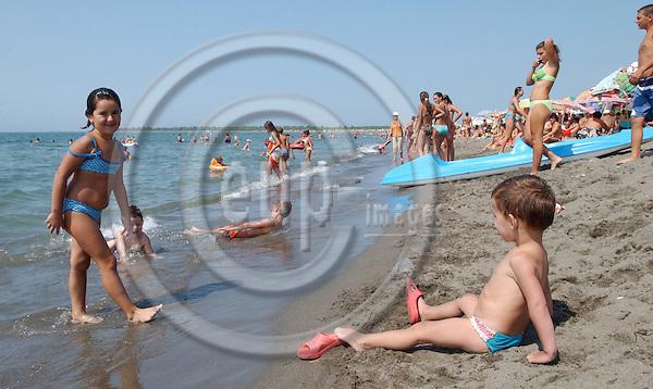 Velipoje/Velipoja-Shkodra/Shkoder-Albania - August 07, 2004---Tourists / holidaymaker enjoying the beach of Velipoja; project area of GTZ-Wiram-Albania (German Technical Cooperation, Deutsche Gesellschaft fuer Technische Zusammenarbeit (GTZ) GmbH); people-tourism---Photo: Horst Wagner/eup-images