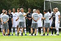 Spieler kommen zur Ansprache des neuen Trainer Adi Hütter (Eintracht Frankfurt) - 04.07.2018: Eintracht Frankfurt Trainingsauftakt, Commerzbank Arena