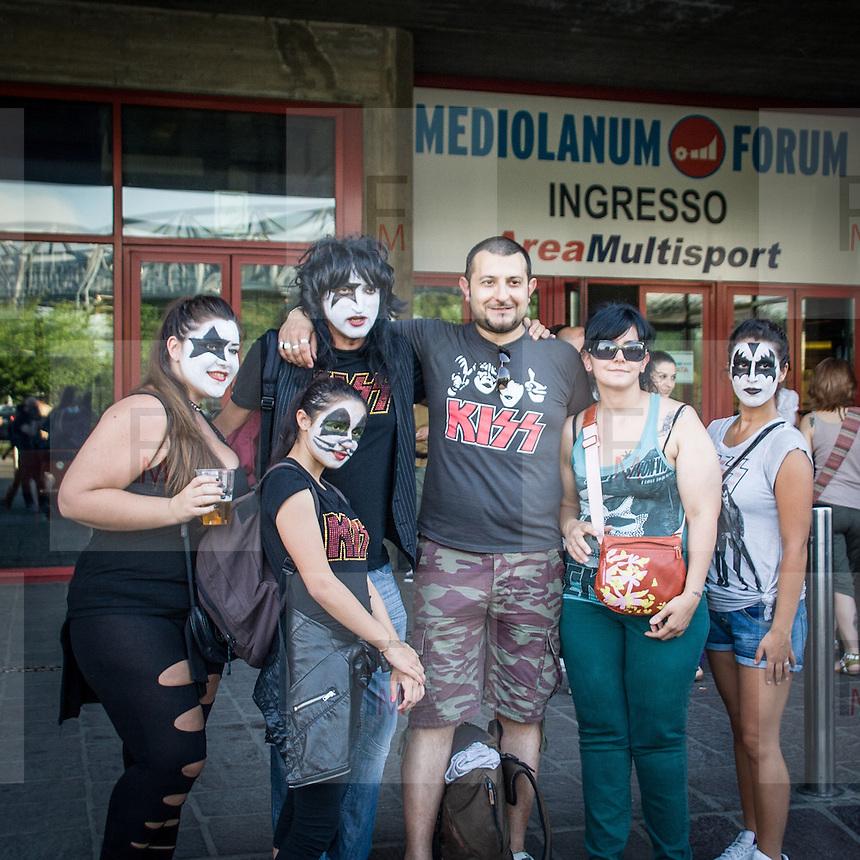 I fans dei Kiss al concerto del Forum Assago, vicino a Milano, nelle uniche due tappe del tour italiano della band americana.<br /> <br /> The Kiss fans at the concert in Assago, close to Milan, in the only two dates of the italian tour of the american rock band.